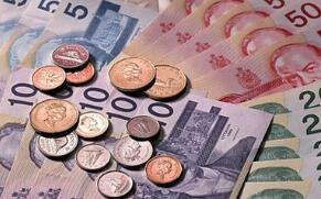 8月2日,人民币对美元中间价调贬58个基点